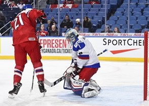 BUFFALO, NEW YORK - DECEMBER 26: Czech Republic's Filip Chytil #21 with a scoring chance against Russia's Alexei Melnichuk #1 during preliminary round action at the 2018 IIHF World Junior Championship. (Photo by Matt Zambonin/HHOF-IIHF Images)