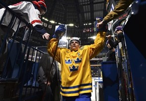 BUFFALO, NEW YORK - DECEMBER 28: Sweden's Lias Andersson #24 is greeted by fans as he leaves the ice after warm-up and prior to preliminary round action against the Czech Republic at the 2018 IIHF World Junior Championship. (Photo by Matt Zambonin/HHOF-IIHF Images)